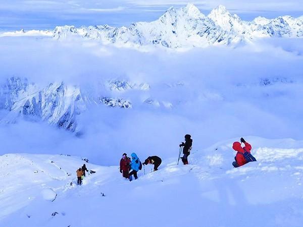 青少年雪山成长营