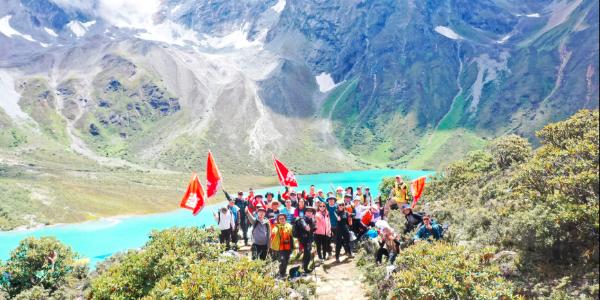 在路上丨叶檀财经西藏朝圣徒步——用双脚丈量共同的信仰