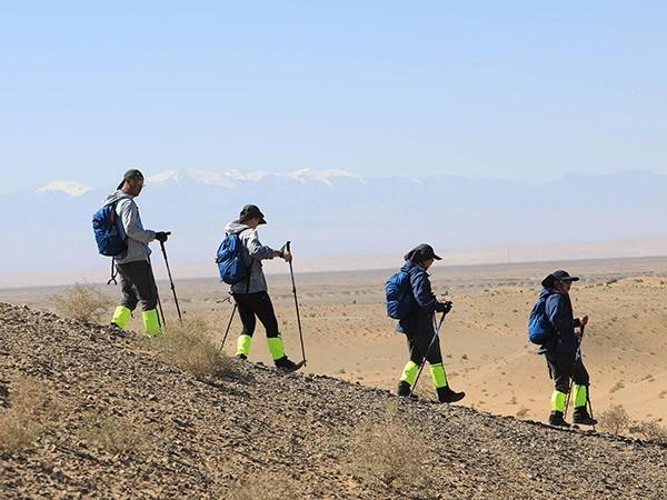 戈壁徒步-团建活动