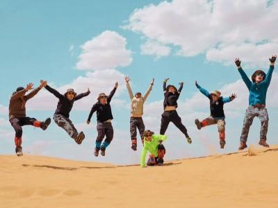 三夫团建-团队沙漠活动合照